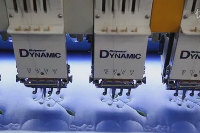 富怡多色单幅电脑绗绣机床上用品花样绗绣视频