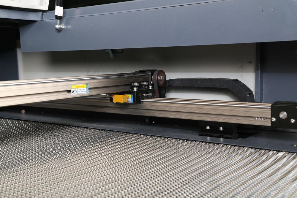 富怡全自动送料激光雕刻切割机