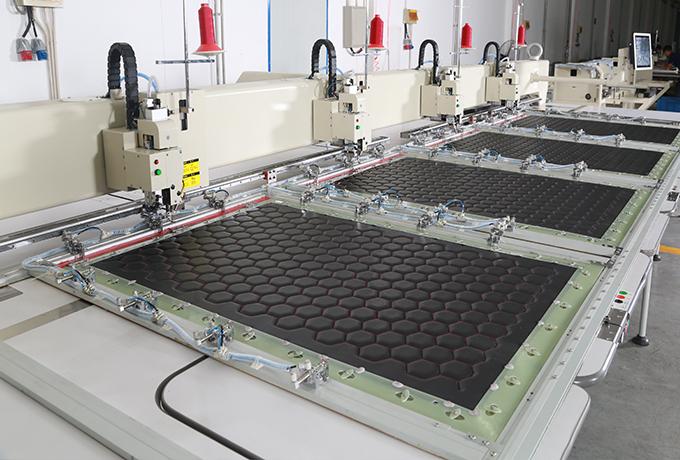 全自动四头缝纫机-皮革专用缝纫机机头