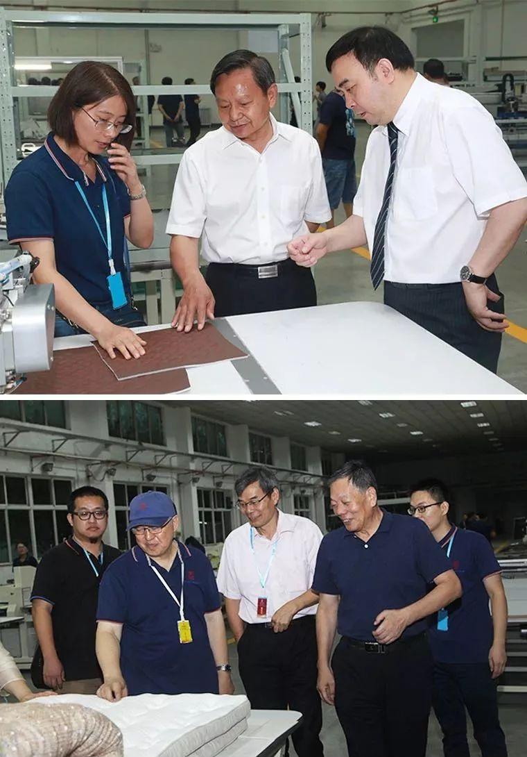 领导及嘉宾参观工厂