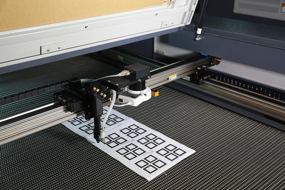 激光雕刻切割机-摄像定位识别